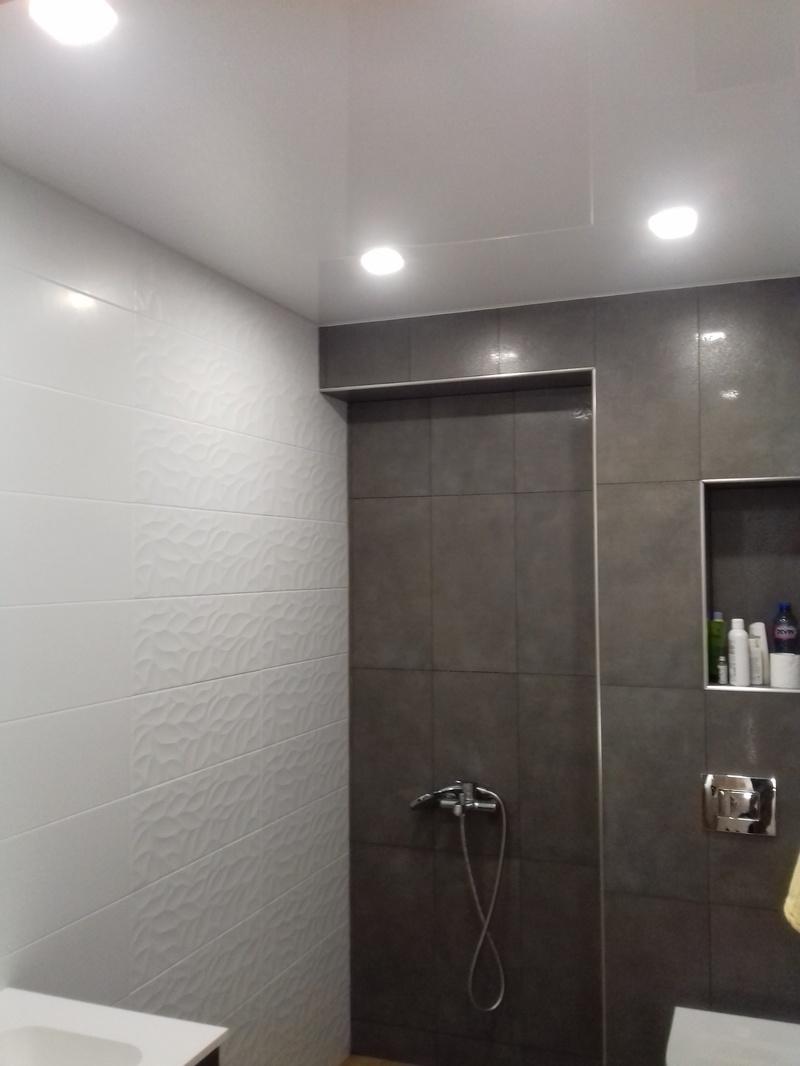Как да се оттича водата от опънатия таван?